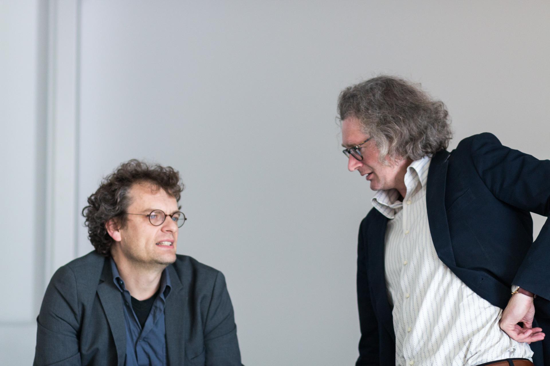 Prof. Alexander Graser (l) im Gespräch mit Prof. Ulf Brunnnauer. (Foto: Bastian Winter)