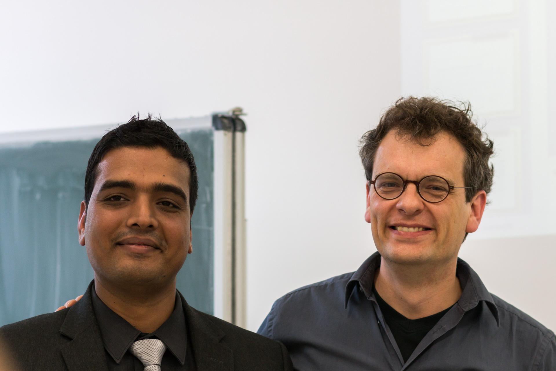 Prof. Alexander Graser (r.) holte Niteesh Upadhyay für einen Vortrag nach Regensburg. (Foto: Bastian Winter)